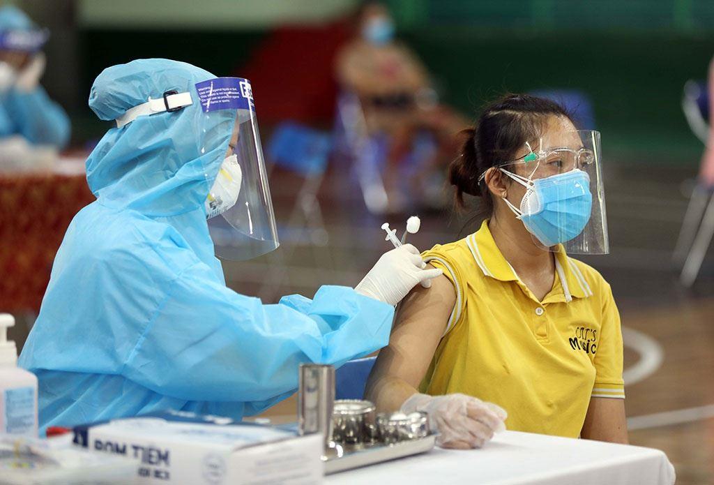 """""""Thần tốc"""" xét nghiệm và tiêm chủng vacxin ngừa covid 19, bảo vệ """"Vùng Xanh"""" tại Cộng đồng Ecolife"""